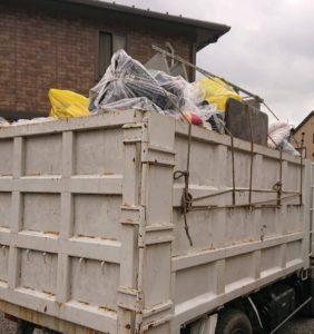 解体現場での不用品回収を致しました。