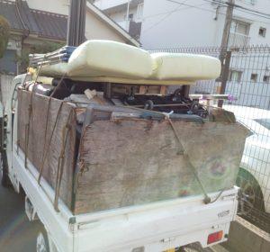 粗大ゴミ等を軽トラック山盛り積みました。
