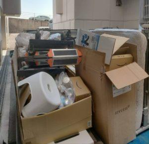 軽トラックへ3件分の不用品を積んでおります。