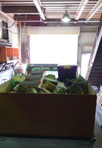 軽トラへゴミ類を積んでおります。
